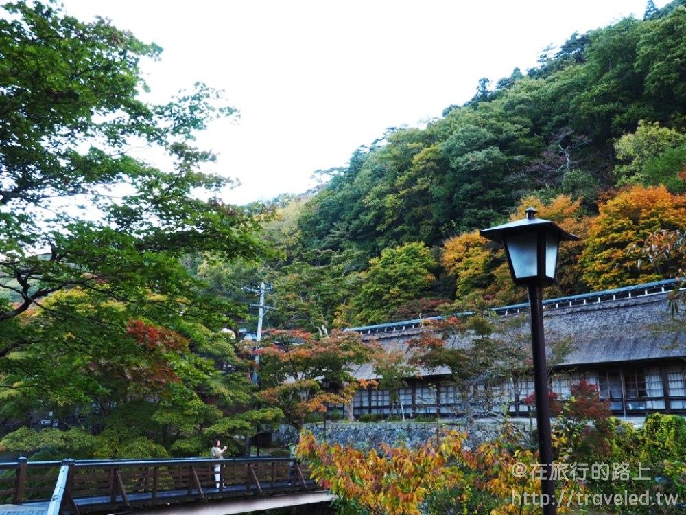 東北賞楓之享受滿山紅葉圍繞的百年茅葺溫泉旅館